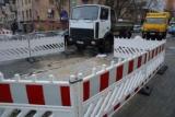 На вулиці Ділової триває ліквідація масштабної пошкодження на тепломережі