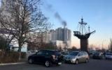 У Києві на Оболоні горить висотка, людей евакуюють