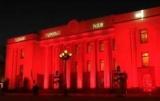 Верховну Раду пофарбували в червоний